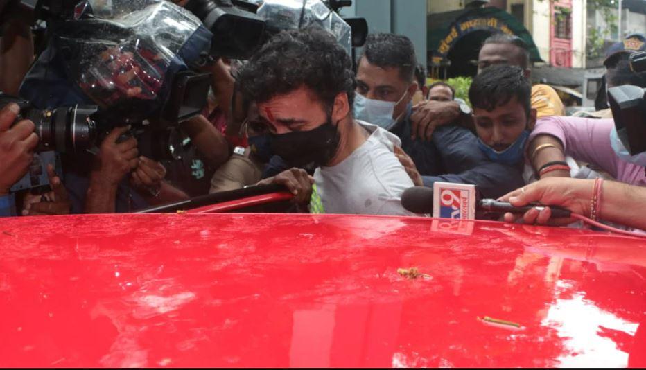 राज कुन्द्रा को मिली जमानत, जेल से बाहर निकलने के बाद की सामने आई तस्वीरें